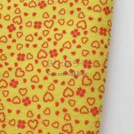 نمد 2 میل طرح گل و قلب - زرد با طرح قرمز