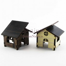 کلبه چوبی کوچک با سقف شیروانی